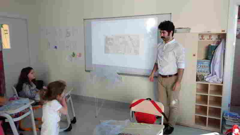 Uçak modellerimizin ardından Leonardo da Vinci'nin çadır paraşüt tasarımını inceledik, kendi paraşütlerimizi oluşturduk ve bahçede test ettik.