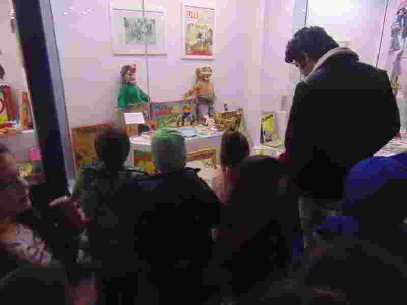 Oyun ve oyuncak bir çocuk için vazgeçilmezdir. Oyun oynamak kadar tarihini bilmek de önemlidir. Tüzyev Mozaik öğrencileri Düştepe oyun müzesinde.
