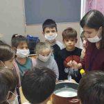 Hayat bilgisi dersimizde geri dönüşüm ürünü plastiğin maddesini deney olarak yaptık