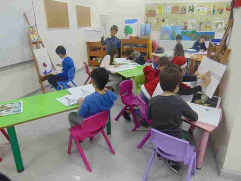 Görsel sanatlar dersimizde öğrencilerimiz sanat akımlarını öğreniyor