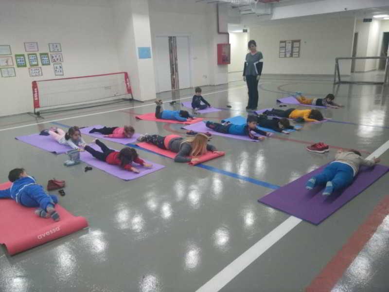Beden eğitimi ve spor dersimizde pilateste doğru nefes tekniğini öğrendik